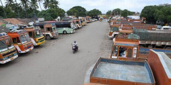 Lorry operators begin nationwide indefinite strike