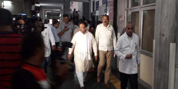 चिकित्सा मंत्री ने किया एसएमएस अस्पताल का दौरा, समस्याओं को दूर करने के लिए कमेटी गठित करने के दिए निर्देश