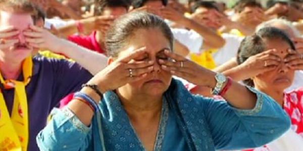 Yoga Day: एसएमएस स्टेडियम में सीएम राजे सहित हजारों लोगों ने एक साथ किया योग