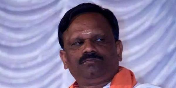 Sabarimala: RSS leader, board member climb holy steps without 'Irumudikettu'