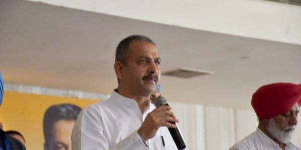बेरोजगारों के लिए शिक्षा मंत्री के बिगड़े बोल