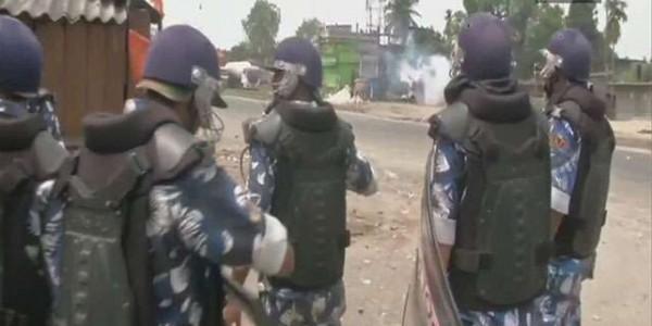 बंगाल में छिटपुट हिंसा के बीच एक बजे तक 51.60 फीसद मतदान