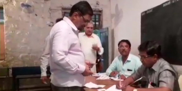 Polling on 15 Seats of Karnataka Assembly Begins