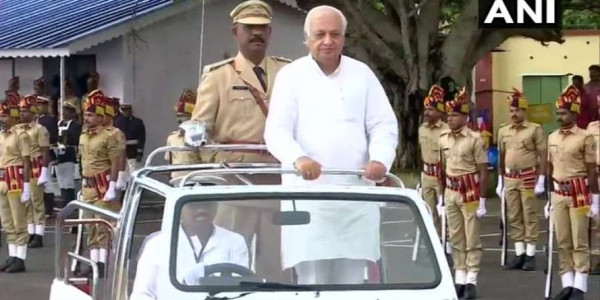 New governor Arif Mohammad Khan arrives in Kerala, receives guard of honour