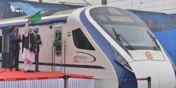 वाराणसी के बाद अगले महीने से दिल्ली-कटरा रूट पर चल सकती है वंदे भारत एक्सप्रेस