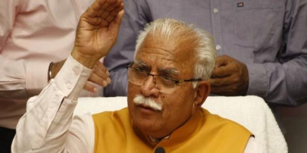 सीएम खट्टर के खिलाफ महिला कांग्रेस का बीजेपी मुख्यालय पर प्रदर्शन, कहा अपने बयान पर माफ़ी माँगे