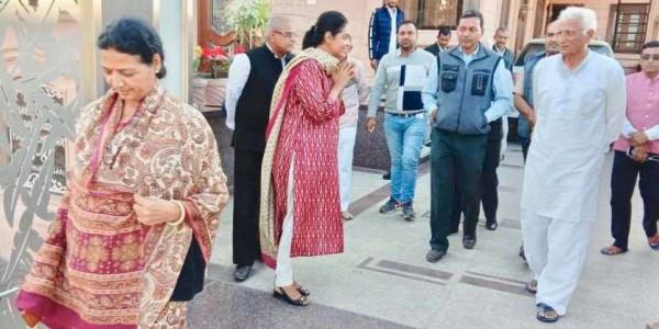 मंत्री नहीं बनाए गए 'नाराज़' हेमाराम चौधरी से मिलने पहुंचीं दिव्या-लीला मदेरणा, सियासी गलियारों में चर्चाएं तेज़