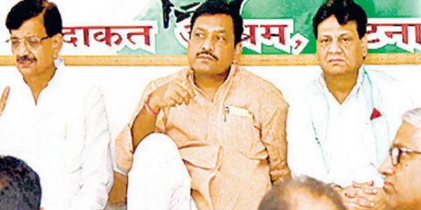कांग्रेस की बैठक में फूटा तेजस्वी, मुकेश और उपेंद्र कुशवाहा के खिलाफ गुस्सा