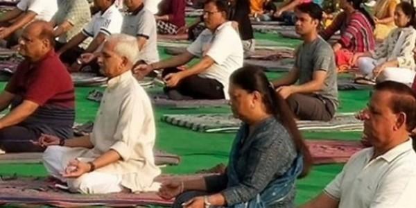 अंतरराष्ट्रीय योग दिवस पर कार्यक्रम आयोजित, वसुंधरा राजे ने किया योग