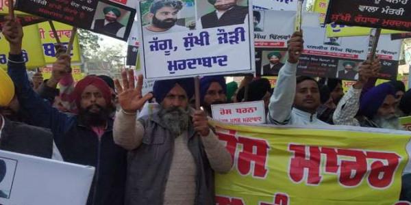 दलबीर हत्याकांड: सड़कों पर उतरे अकाली, सुखबीर बोले- मंत्री के इशारे पर हुई हत्या
