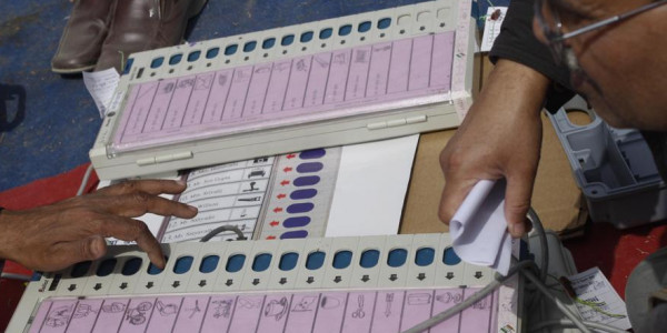 Congress seeks ballot papers if EVMs not fool-proof; EC dispatches team