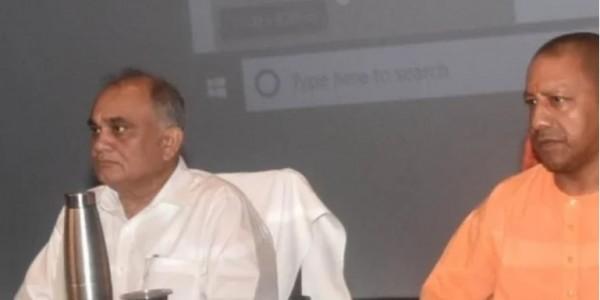 सीएम योगी ने अफसरों और कर्मचारियों को दी चेतावनी, फील्ड में जाने से इंकार करने वाले दें वीआरएस