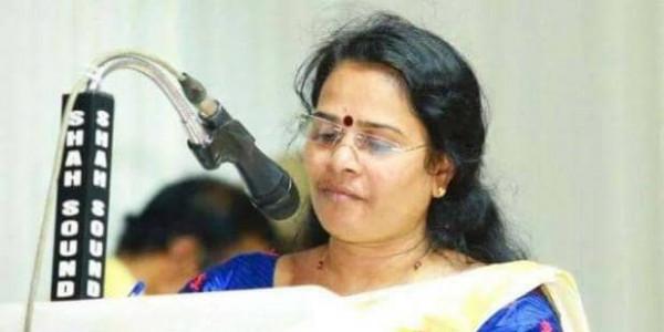 दलित विधायक के धरना स्थल का कांग्रेस कार्यकर्ताओं ने किया शुद्धिकरण