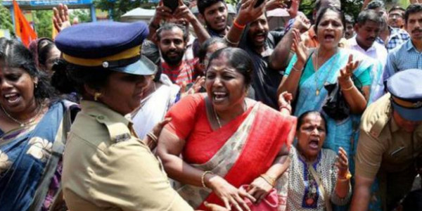 सबरीमाला विवाद पर बोले आदिवासी- हमारे रीति-रिवाज खत्म कर रही सरकार