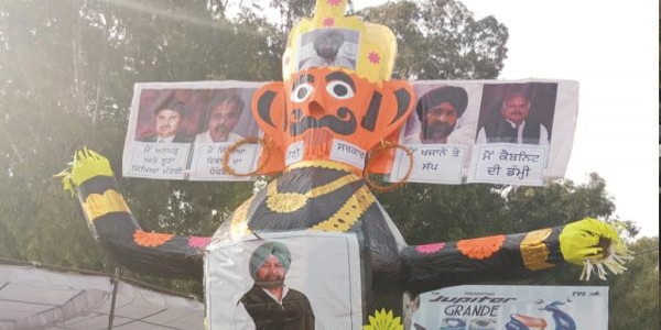 मरण व्रत 12वें दिन भी जारी: अध्यापकों ने मुख्यमंत्री और उनकी टीम का रावण बनाकर जलाया