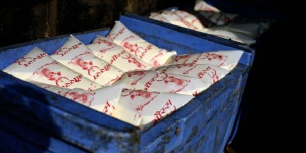 मोदी सरकार का प्लास्टिक पर वार, आपकी आधे लीटर दूध की थैली हो सकती है महंगी