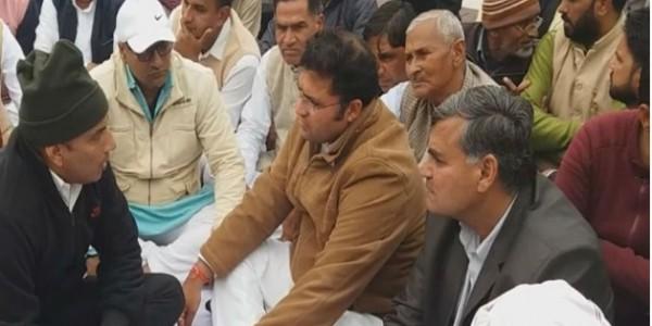 अशोक तंवर ने शहीदों को दी श्रद्धाजंलि, कहा- दुख की घड़ी में कांग्रेस सरकार के साथ