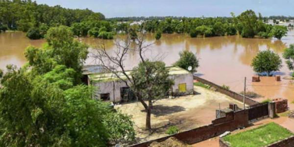 विधायक व पावरकॉम इंजीनियर्स ने बाढ़ पीडि़तों काे दी सैलरी