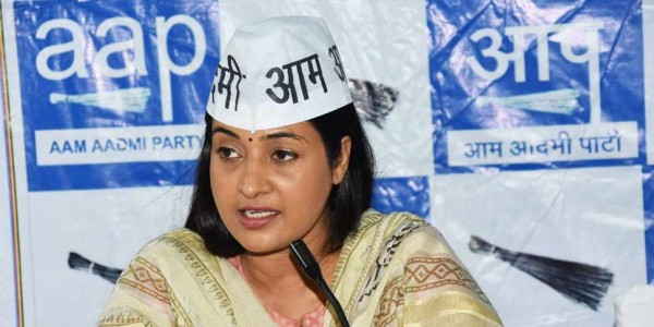 alka-lamba-says-party-leadership-is-doing-works-to-weak-me