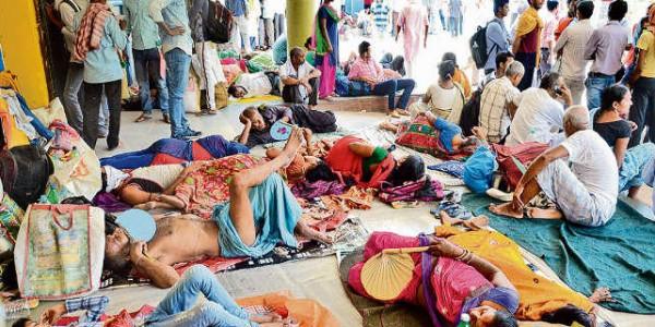 जानलेवा गर्मी में इलाज को तड़पते रहे मरीज, डॉक्टरों की हड़ताल से सरकारी व प्राइवेट अस्पतालों में स्वास्थ्य सेवा रही ठप