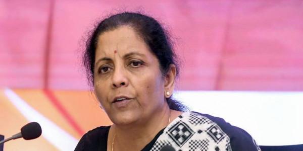 वित्त मंत्री निर्मला सीतारमण ने माना- देश की अर्थव्यवस्था चुनौतियों का सामना कर रही है