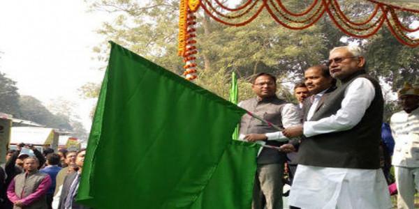 सरकार के कार्यों को बताएगा 'जागरूकता रथ' सीएम नीतीश कुमार ने किया रवाना