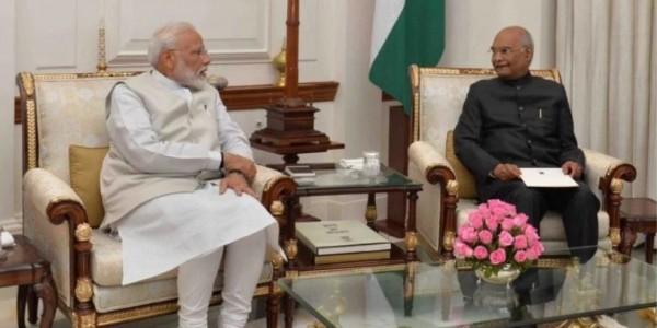 नरेंद्र मोदी ने पीएम पद से दिया इस्तीफा, 30 मई को ले सकते हैं शपथ