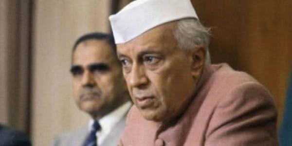 नेहरू जयंती: मोदी ने ट्वीट कर दी श्रद्धांजलि, मनमोहन-सोनिया ने भी किया नमन