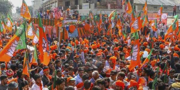 BJP candidate tries to bribe public in Tumakuru district