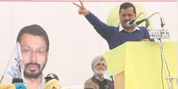 Kejriwal woos Dalits, kicks off Lok Sabha campaign