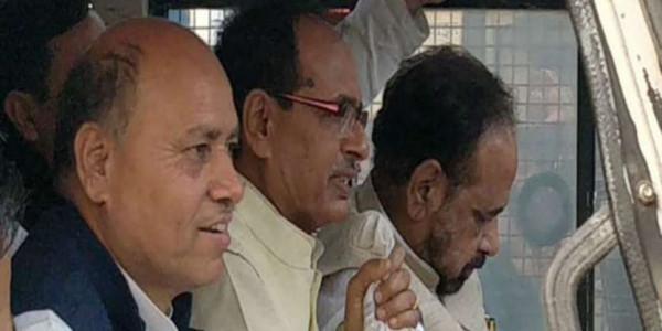 शिवराज चौहान: किसान परेशान तो मंत्रियों का निकलना बंद