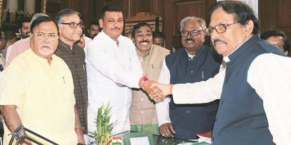 In Assembly: Trinamool Congress, Congress, Left unite against Centre over railway