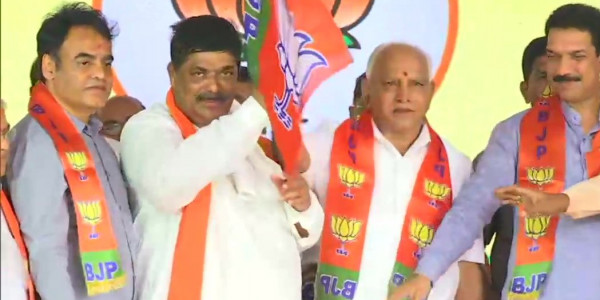 16 Rebel Karnataka MLAs Join BJP