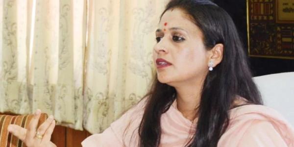 हिमाचल: डीसी पर केस और तबादले पर अड़े मेयर और पार्षद