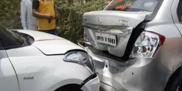 सड़क हादसे में बाल-बाल बचे कैबिनेट मंत्री, आपस में टकराईं काफिले की कई गाड़ियां