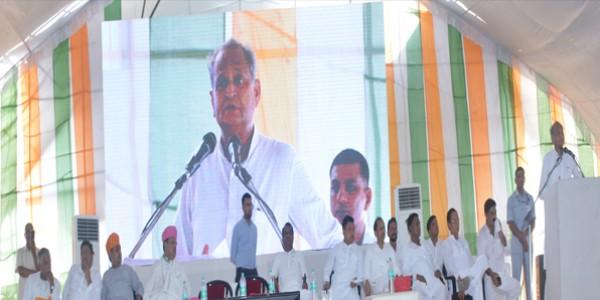 मुख्यमंत्री ने प्रतापगढ़ में किये हवाई पट्टी सहित विभिन्न लोकार्पण