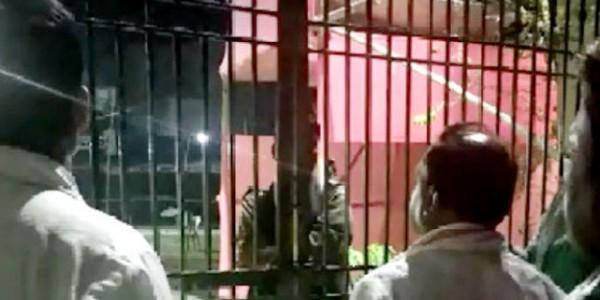 डेढ़ घंटे गुल रही स्ट्रांग रूम की बिजली, RJD उम्मीदवार ने की निर्वाचन पदाधिकारी से शिकायत
