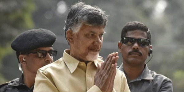 to-kcrs-return-gift-jibe-chandrababu-naidu-welcomes-him-to-tour-state