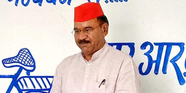 छतरपुर में सपा-बसपा गठबंधन प्रत्याशी ने कार्यकर्ताओं को बताए फर्जी मतदान करने के तरीके