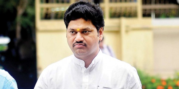Govt is painting a rosy picture of economy: Dhananjay Munde