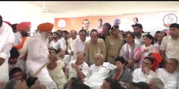 कांग्रेस कार्यकर्ता सम्मलेन में पहुंचे पूर्व सीएम हुड्डा और प्रदेश अध्यक्ष कुमारी शैलजा