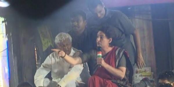 पीएम 56 इंच का सीना लेकर आते हैं क्योंकि वो दुर्बल हैं- प्रियंका गांधी