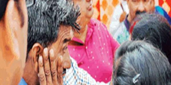 शहीद का परिवार हुआ अपमानित, पिता की आंखों से छलके आंसू