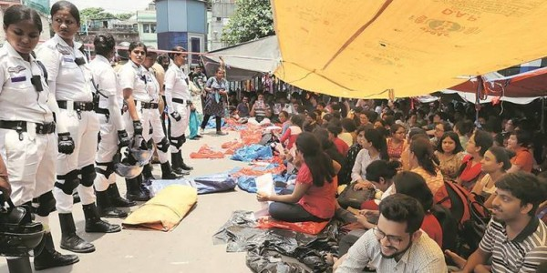 कोमा में बंगाल का स्वास्थ्य, 700 डॉक्टरों का अब तक इस्तीफा