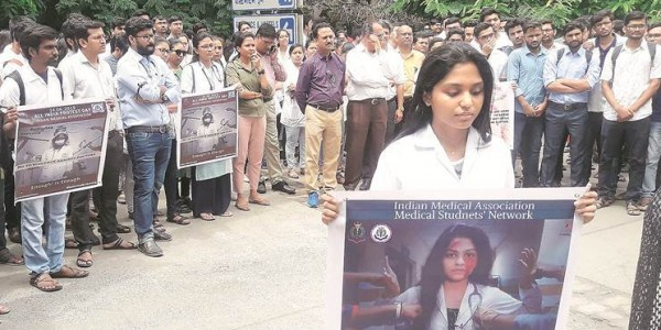 Gujarat doctors protest against attack on colleagues in Bengal
