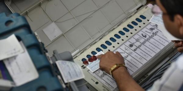 चुनाव आयोग के फैसले पर सीताराम येचुरी ने उठाए सवाल