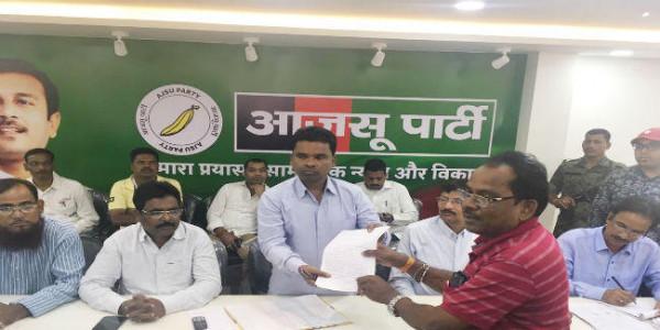 मंत्री रामचंद्र सहिस के जनता दरबार में उठी शहीद निर्मल महतो हत्याकांड की NIA जांच की मांग