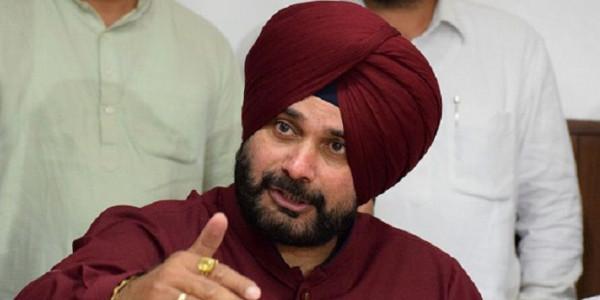 मंत्री पद से इस्तीफा देने से नवजोत सिद्धू को हुए कई नुकसान, कुर्सी के साथ छूटा अपनों का हाथ