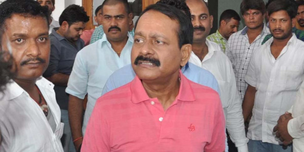 डॉन मुन्ना बजरंगी की हत्या : पत्नी ने लगाया पूर्व सांसद धनंजय सिंह पर आरोप