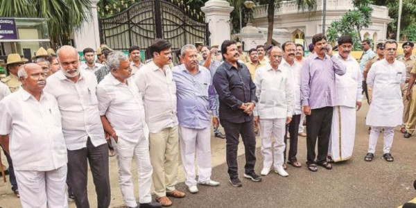 SC to Hear the Petition of 17 Disqualified MLAs of Karnataka